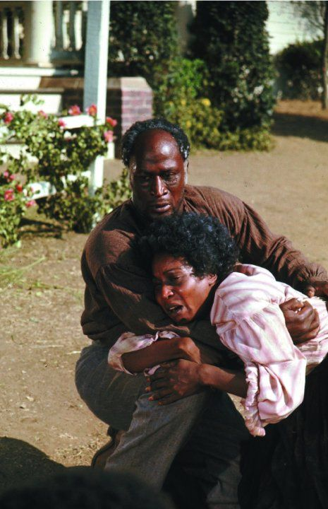 Still of John Amos and Madge Sinclair in Roots (1977)