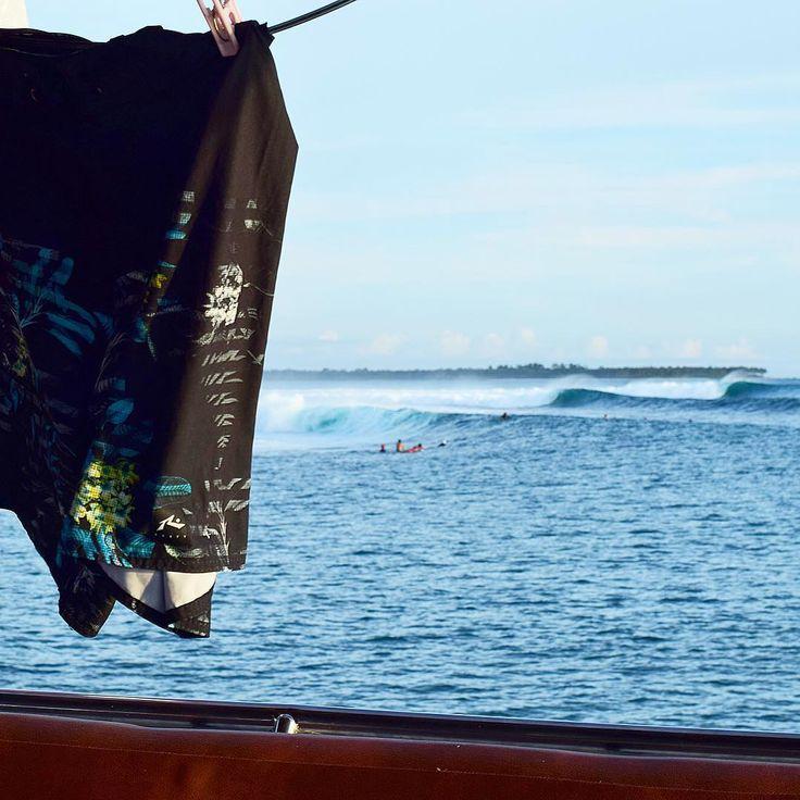 Indonésia, Boarshort e ondas. Foto de Pedro Tojal. Confira os produtos da Rusty na www.overboard.com.br  #rusty #overboard #surf #tubo #prancha #praia #beach