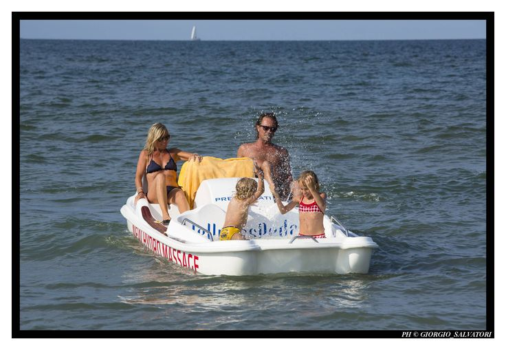 www.wellnesspedalo.com The first paddle boat with a hot tub inside!