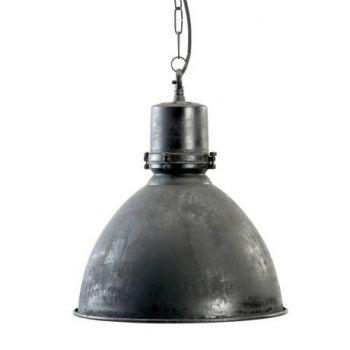 Hanglamp met een landelijke uitstraling door de antiek zwarte afwerking met oude look. Binnenzijde wit afgewerkt. Mooie verlichting voor boven de eettafel,