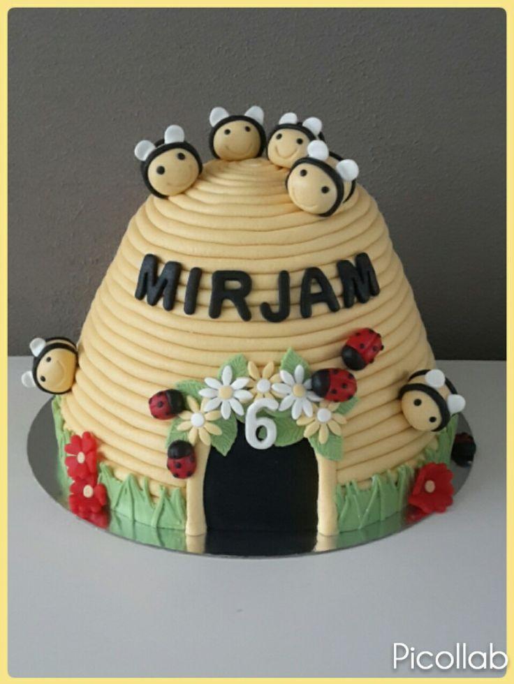 Bijenkorf taart / bijen taart (Bijpassende cupcakes te vinden op het bord cupcakes)