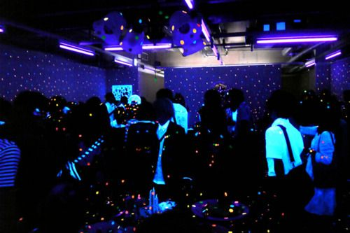Tips on How to Throw a Black Light Party