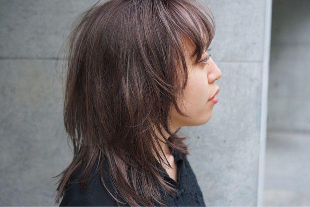 秋コーデにも 女度急上昇 レイヤーカット が大人気 セミロングのヘアカット 可愛いヘア ウルフ カット