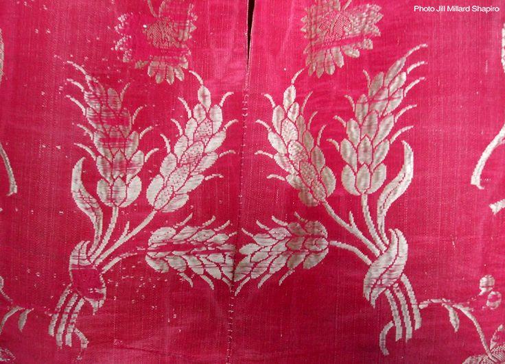 Hops pattern detail of Huguenots of Spitalfields Silk Dress. http://www.bbc.co.uk/legacies/immig_emig/england/london/article_1.shtml