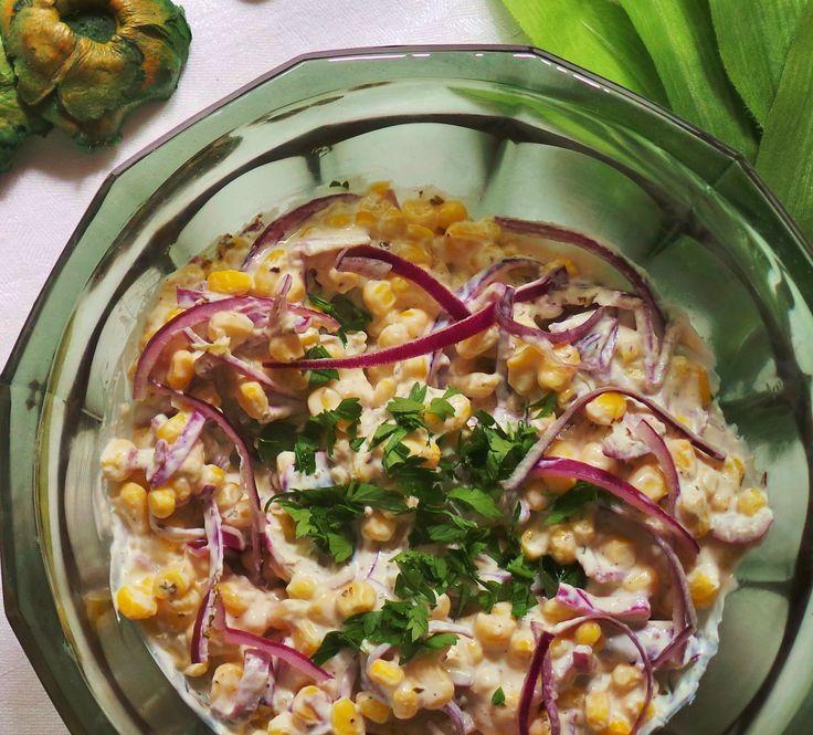 Könnyű kukoricasaláta Nem feltétlenül muszáj a kukoricasalátát majonézzel készíteni. Ez a recept egy könnyebb változatot mutat be, ahol a lilahagyma és a zöldfűszerek adnak friss ízeket. Hozzávalók és recept: http://kertkonyha.blog.hu/2014/06/23/konnyu_kukoricasalata