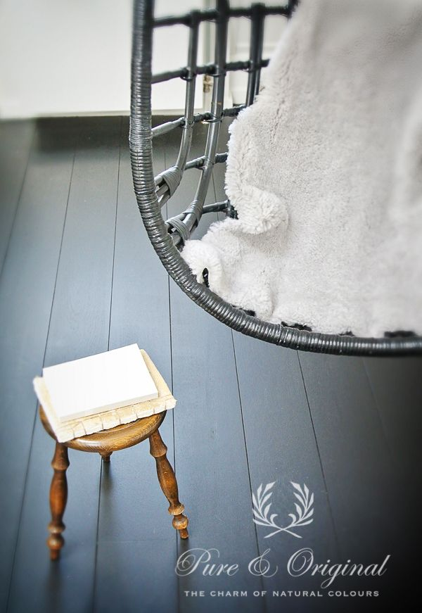 Vloerverf in de slaapkamer. toegepast de Traditional Paint Waterbased voor meer mat effect. Is wel iets kwestbaarder dan de vloerverf. foto: AprilandMay