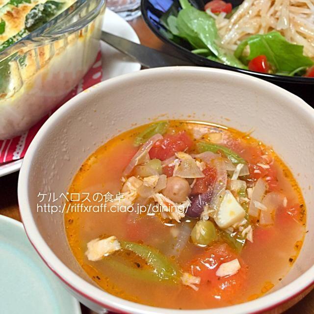 ベーコンをノンオイルのツナ缶にしてたり具は変わってるけど作り方はほぼ同じですー。野菜は冷蔵庫にあるもので。 - 8件のもぐもぐ - 野菜と豆たっぷりのトマトスープ by lottarosie