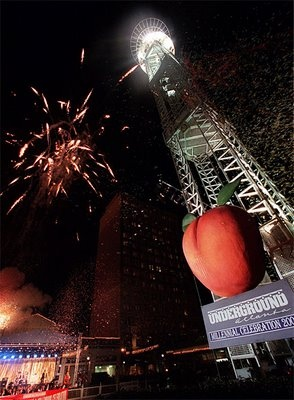 Atlanta drops an 800 lb peach on New Year Eve Night....every year: 800Lb