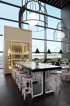 Cafe Vue - Melbourne Airport by Elenberg Fraser