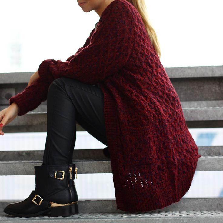 http://www.onlinemusthave.nl/product/gebreid-vest-bordeaux-rood/  De grof gebreide vesten zijn dit seizoen niet weg te denken uit het mode beeld! Dit bordeauxrode vest is heerlijk comfy maar ook super fabulous! Shop now!