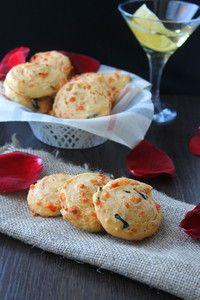 Фото к рецепту: Печенье с сыром маслинами и оливками
