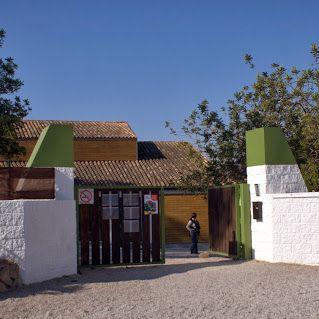 Porta d'entrada de l'escola Espai Obert La Serra