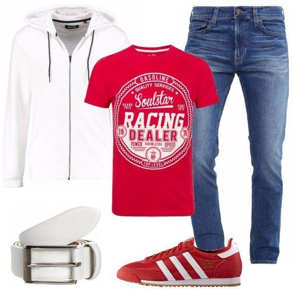 Jeans skinny abbinati a t-shirt rossa con stampa e a splendida felpa di un bianco brillante. Completano l'outfit sneakers basse Adidas e cintura bianca. Un tocco di colore che piacerà anche all'uomo che di solito veste in bianco e nero.