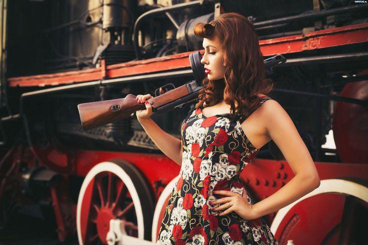 240081_rudowlosa-kobieta-pistolet-maszynowy-thompson.jpg (4500×3000)