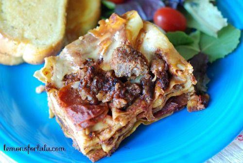 Crockpot Pizza Lasagna | lemonsforlulu.com