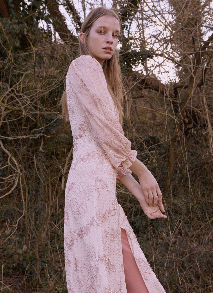 Los vestidos de Uterqüe Primavera- Verano 2018 son amor puro y su nueva tienda también