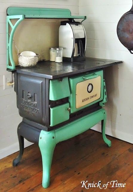love this old stove! via cozylittlehouse