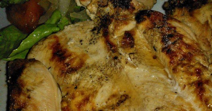 Fabulosa receta para Asado a la parrilla de pechuga de pollo mariposa con ensalada mixta. Una forma de comer u n asado muy simple rápido y muy liviano. Ideal para guardar la línea, ahora que viene la primavera.