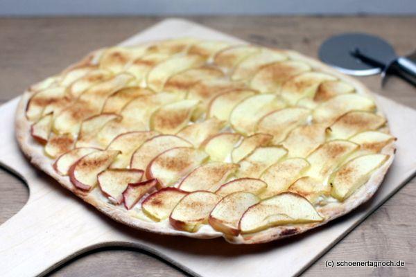 Süßer Flammkuchen mit Apfel und Zimtzucker, ganz