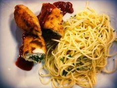 Filete de pechuga de pollo relleno con queso y espinaca | Recetas con pollo faciles