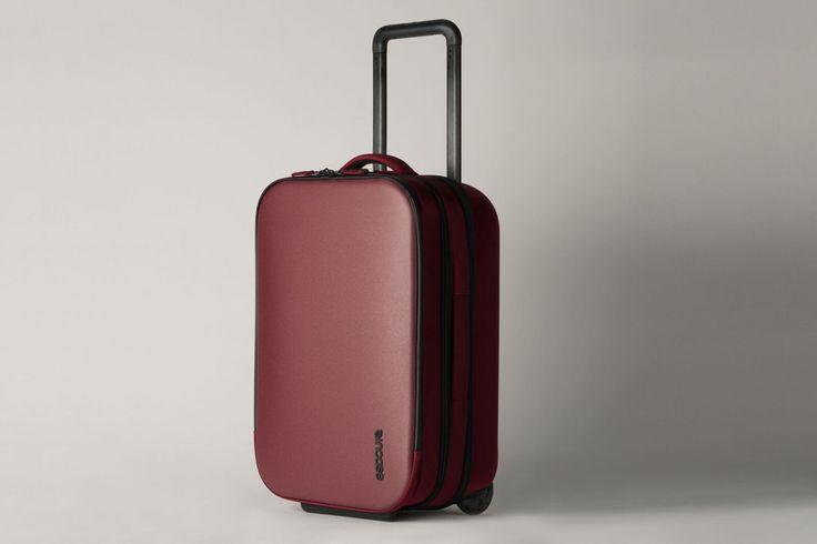 The Incase VIA Roller 29 is designed with maximum storage capacity.