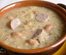 JOTA Zuppa a base di patate, fagioli, orzo perlato e crauti aromatizzata con pancetta affumicata e lardo.