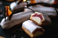 Эклеры с ганашом на белом шоколаде и смородиновым курдом