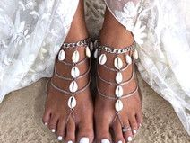Un mariage sur la plage ? On adore ces jolies sandales coquillages sur DaWanda.com