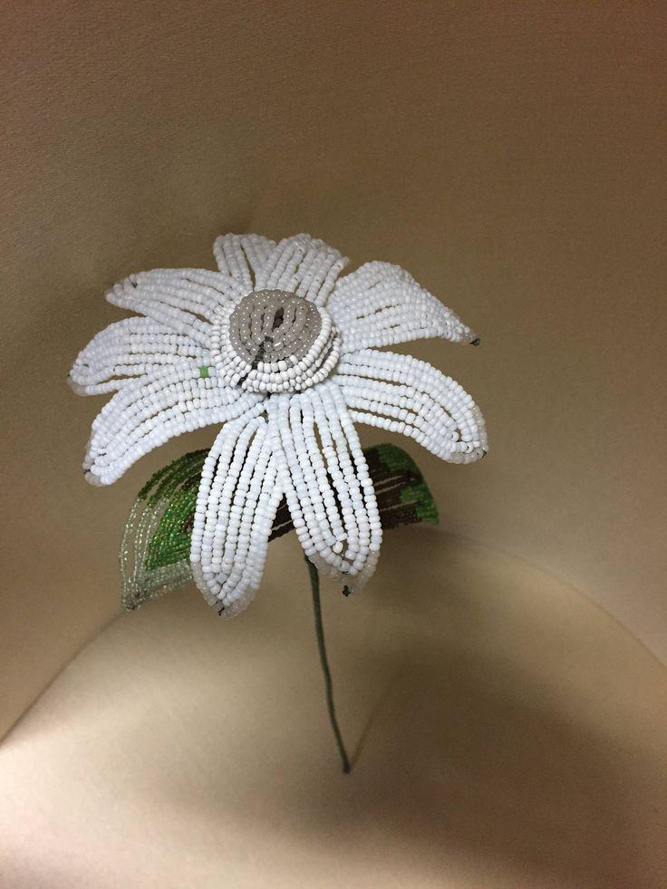 fiori in vetro - fiori di perline - perline minute - perle antiche - old glass beads - glass flowers - di Sanmarcoartedesign su Etsy