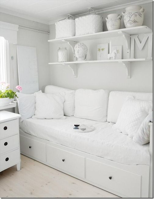 Guest room idea..with a bit more colorHemnes daybed, IKEA.