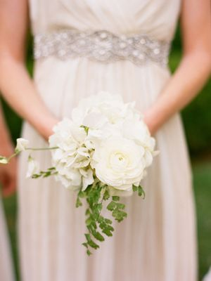 small white bouquet - Ok I am already married, but I love White Flowers!!!! This would make a lovely centerpiece.