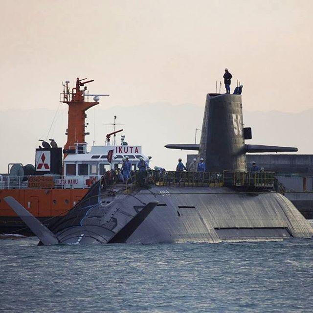 """Ready for repast"". . . . ""soryu Japanese diesel-electric submarine made by Mitsubishi Heavy Industries, Ltd....ready for refueling operation. . ""زیر دریایی ژاپنی کلاس سوریو در حال آماده سازی برای عملیات سوختگیری..........."" . . . #ts_ssk#ts_soryu"