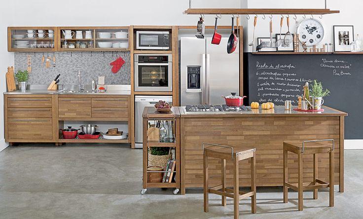Tok&Stok Cozinha Use nichos, ganchos, prateleiras e portas envidraçadas para deixar tudo à vista e sempre à mão.