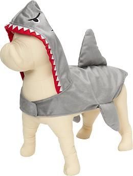 I don't even HAVE a pup but this doggie shark costume for Halloween (and others) at Old Navy are killing me! So cute. #halloween #petcostume