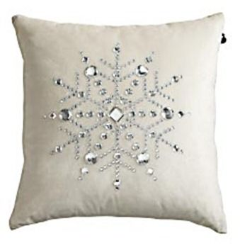 easy snowflake pillow to make. @Rachel Radloff - what do you think of making several of these for your bed?