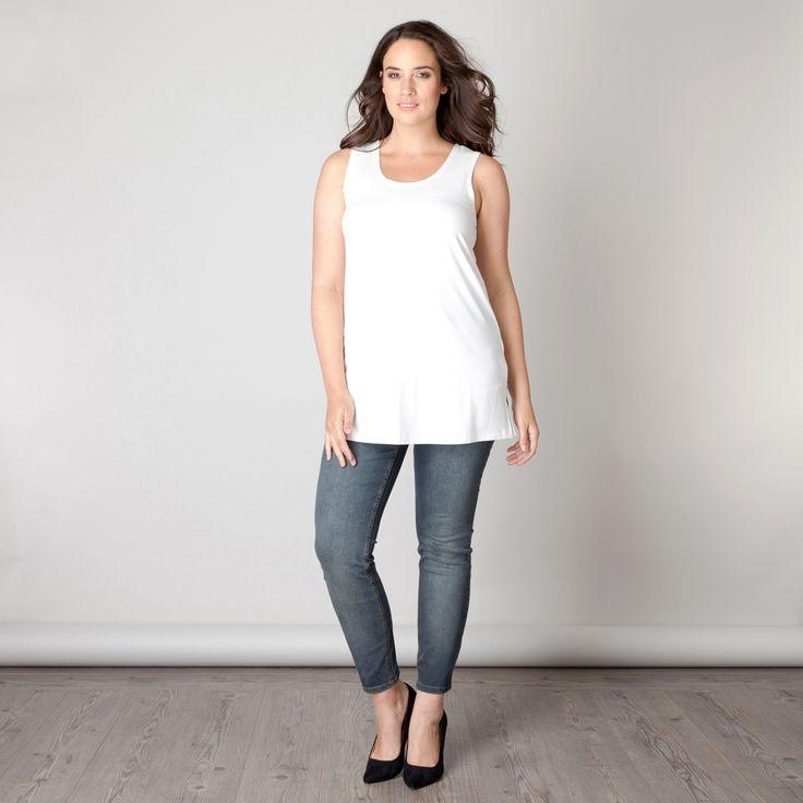 De Miriam top is verkrijgbaar in verschillende kleuren. Door de mooie slim fit pasvorm is deze top prima los te dragen en op vele manieren uitstekend ... Bekijk op http://www.grotematenwebshop.nl/product/top-miriam-van-x-two-voor-vrouwen-met-grote-maten-5/