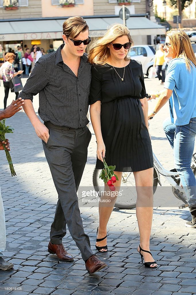 Pregnant Alexandra Maria Lara (683×1024) #street