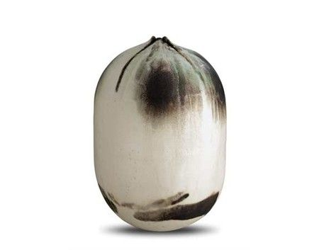 Toshiko Takaezu. Japanese-American ceramist. Her work:  closed pots and torpedolike cylinders derived from natural forms.