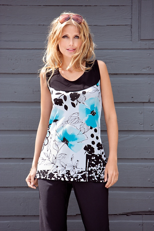 Cute top with trendy print. With comfortable stretch.