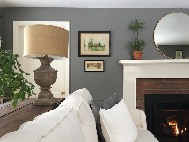 Wall paint color: Chelsea Gray by Benjamin Moore. Picture by @stonewallfarmhouse.
