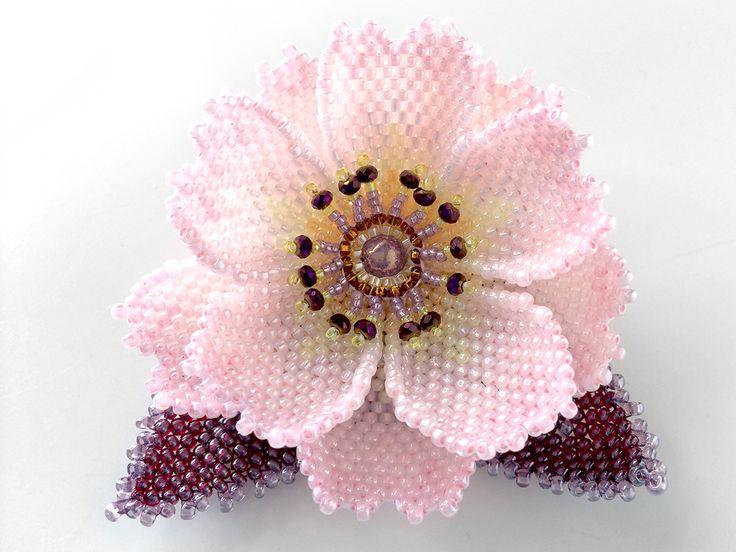 淡ピンクのミニ桜ビーズコサージュ