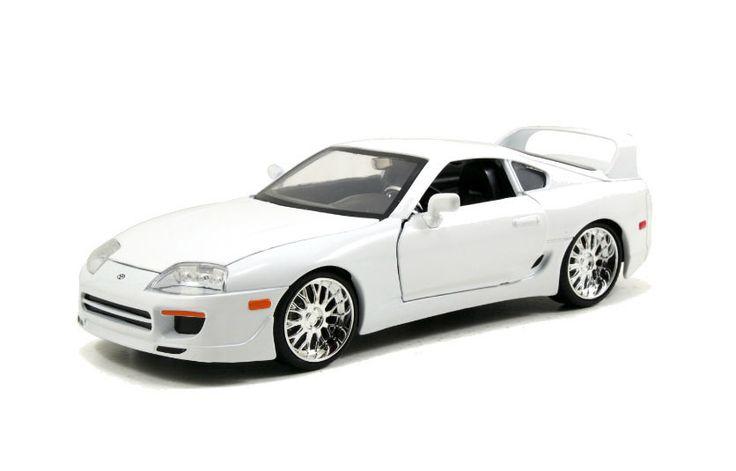 Coche Toyota Supra año 1995. Modelo blanco. A Todo Gas 7. Escala 1:18. Jada Toys Estupendo coche a escala del Toyota Supra del año 1995 en un modelo color blanco del exitoso film de A todo Gas 7, fabricado en metal y goma, a escala 1:18 y 100% oficial y licenciado. Perfecto como regalo de colección a todos los fans del film.