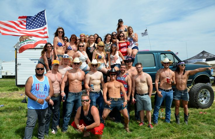 These 21 Pictures At Country Music Concerts Will Have You Begging For Summer
