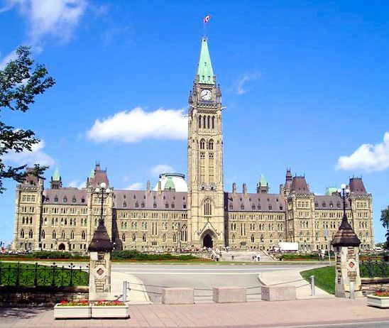 Canada Parliament - Kanada – Wikipédia            (Parliament Hill, Ottawa) Fotó: Flag of Canada