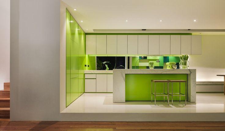 Дизайн кухни зеленого цвета (42 фото): самые сочные сочетания http://happymodern.ru/dizajn-kuxni-zelenogo-cveta-42-foto-samye-sochnye-sochetaniya/ design_kuhni_zelenogo_cveta_31