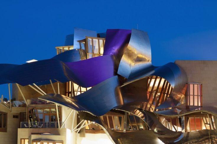 Ils sont signés Frank Gehry, Sanitago Calatrava, Zaha Hadid, Jean Nouvel... Ces bâtiments futuristes sont l'oeuvre d'architectes de renom mondial et participent à offir à l'Espagne une image de modernité. Voici 10 de ces réalisations les plus remarquables.
