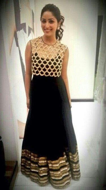 Yami Gautam who attended a recent Ritz Award function wearing a gorgeous black dress teamed up with a gold crop top designed by Payal Singhal