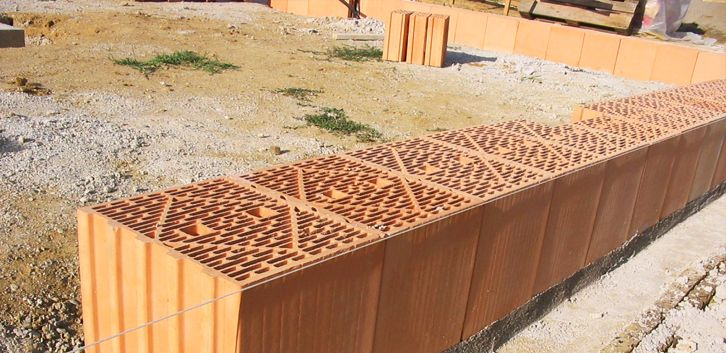 La brique monomur, matériau intéressant en terme de performances énergétiques mais un peu plus cher #construire #maison #ConstruiresaMaison