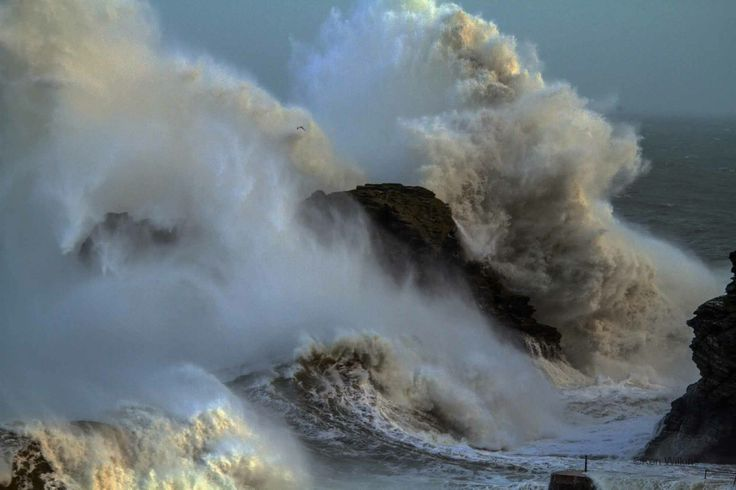 Thanks to Ken Wilkins for posting this incredible photo he took earlier today at Portreath on Cornwall's North coast, PLEASE remember to keep a safe distance from the coast at the moment! Jan2014 via Dreams Of Cornwall