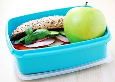 Here are some lunchbox tips that will help create a good relationship between your kids and the food in their lunchboxes.#healthylunchboxes #backtoschool